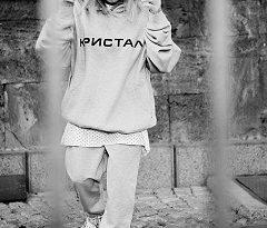 Естрадната дива Лили Иванова рекламира спортно облекло. На снимки, предоставени за медиите, тя е облечена в модели от дебютната колекция на DJ Мартен Роберто и Никола Владимиров. Следвай ме - Стил