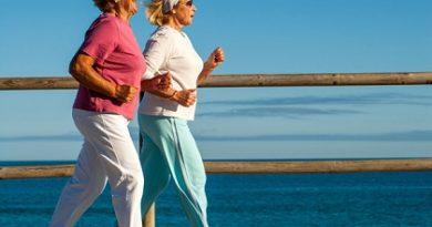 Усмивката пази от остеопороза = Хормонът на щастието влияе на метаболизма, пази костите = Йонизиран калций, сок от моркови, ядки и семки предпазват от заболяването. Следвай ме - Здраве