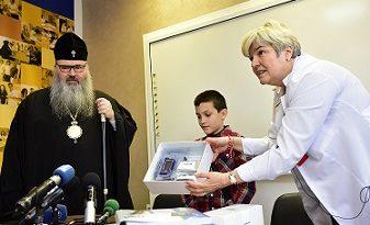 """Митрополит Йоан направи дарение за деца с диабет Модерната инсулинова помпа за 9-годишно болно момче, консумативите за нея и сумата от 11 503, 40 лева. заУниверситетската болница """"Св. Марина"""" – Варна са събрани вместо подаръци на 50-годишния му юбилей. Следвай ме - Общество"""
