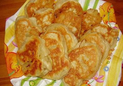 Оладите са типично руско ястие, наподобяващо карофени пържени питки. Приготвянето им е разнообразно – съставки от различни други зеленчуци, в непостно време с пилешко или риба, и всякога с много подправки по избор на домакинята. Те са по-вкусни топли и в добавка със сметана, сос или нашенско кисело мляко, но са приятни за хапване и без тези допълнения. Следвай ме - Гурме