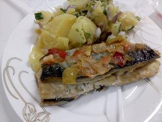 Печена скумрия със зеленчуци – две идеи Ползите от рибата са многобройни, не случайно тя е част от т. нар. Средиземноморска диета. Най-ценни в нея са омега-3 мастните киселини, които предпазват от сърдечно-ъдови инциденти и дори от развитието на някои видове рак, като този на кожата. Следвай ме - Гурме