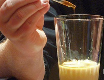 Атонски монаси лекуват стомашни болежки с прополис Следвай ме - Здраве