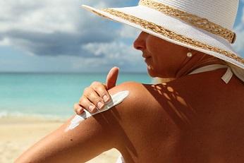 Гел, флуид, крем или олио срещу UV-лъчите. Как да изберем правилния фактор на слънцезащитния продукт? Следвай ме - Здраве