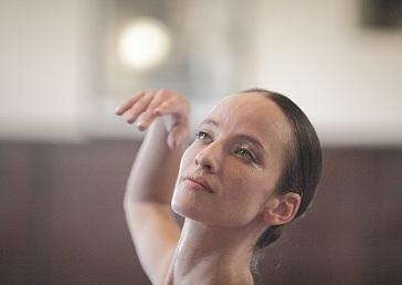 """Примабалерината Диляна Никифорова описа историята на националния балет за последните 30 години. Книгата й """"Българският национален балет в края на XX и началото на XXI век"""" вече излезе от печат. Следвай ме - Култура"""