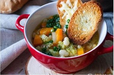 Тосканска супа «Риболита». Летните горещини убиват апетита за месо. От високите температури и прегряването на човек му се хапват повече студени или хладки супи и ястия от зеленчуци. Това съвсем не означава, че храната е безвкусна. Следвай ме - Гурме