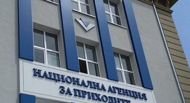 Националната агенция по приходите предоставя услугите на своя Информационен център в услуга на живеещите в чужбина български граждани, които искат да направят справка за данните си, след като масивът й беше хакнат. Следвай ме - Общество