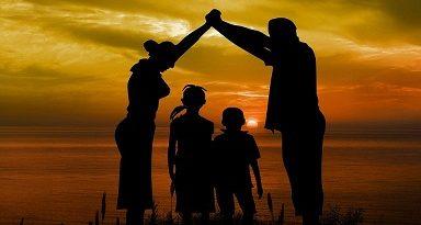 Ваше ли ще стане нашето дете? Стратегията за детето е спряна. Внесени са обаче предложения за промени в законодателството, които налагат рестрикции над семействата, които не полагат достатъчно грижи за чедата си, упражняват насилие и поведението им, като цяло, не е по европейските норми към малките. Следвай ме - У дома