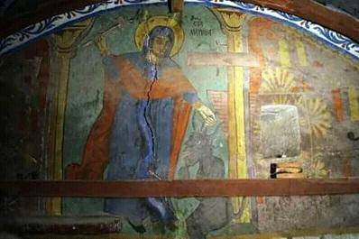 Митрополит Даниил служи литургия пред уникален образ на св. Марина Изображението е оцеляло близо пет века в късносредновековен храм. Следвай ме - Вяра