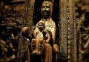 """Черната Мадона от Монсерат– светинята на Каталуния Статуята на Черната Мадона от типа """"Трон на Мъдростта"""" е най-почитаната светиня на Каталуния. Следвай ме - Вяра"""