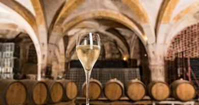 Шампанското, без което не минава нито една романтична вечер и сватба, стана на 351 години. Следвай ме - Общество