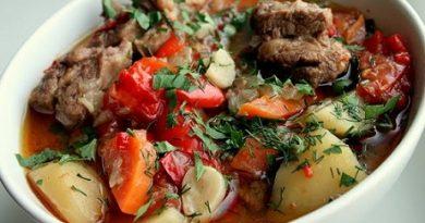 Хашлама – ястието № 1 в арменската кухня. Ястията й са приготвени предимно задушени и печени, което е изключително подходящо за хората с чувствителни стомаси, както и за тези, които са привърженици на здравословното хранене. Следвай ме - Гурме