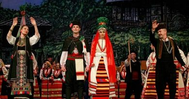 """Бургазлии ще имат възможността да гледат предпремиерата на най-новия спектакъл на фолклорен ансамбъл """"Филип Кутев"""" на 18 септември от 19.00 часа в Летния театър. Концерт-спектакълът """"Ела се вие, превива"""". Следвай ме - Култура"""