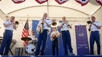 Автентичната американска Диксиленд група към Оркестъра на въоръжените сили на САЩ в Европа ще свири тази вечер в Бургас. Следвай ме - Култура