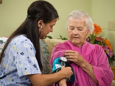 Приемат заявления за нова социална грижа по домовете Започна предоставянето на лична помощ за хората с увреждания. Следвай ме - Общество