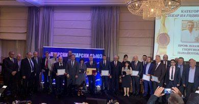 Проф. Пламен Панайотов от Варна стана Лекар на годината. Следвай ме - Общество