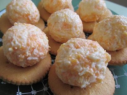 Оригинални хапки с топено сирене върху крекери. Следвай ме - Гурме