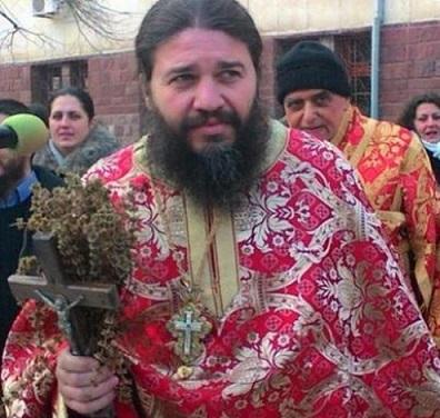Свещеник осъди МЗ, отказва ваксини за децата си Отец Евгений Янакиев е баща на 9 синове и дъщери, вече е и свекър. Следвай ме - Здраве