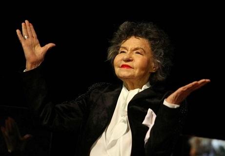 На 97-годишна възраст на 6 декември ни напусна голямата актриса Стоянка Мутахова. В края на октомври тя пртърпя тежка операция, от която не успя да се възстанови. Следвай ме - Общество