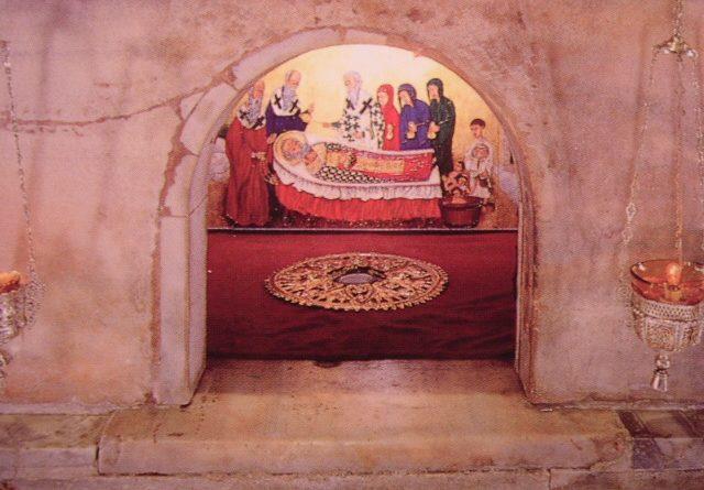 """Базиликата """"Сан Никола"""" (на италиански: Basilica di San Nicola) е построена специално за съхранение на мощите на Свети Никола (Николай), пренесени от град Мира през 1087 година от търговци. Тя е един от малкото храмове, съградени специално, за да бъдат положени в тях нетленните останки на светец. Следвай ме - Вяра"""