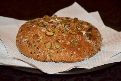 Постни питки за Бъдни вечер – със семенца и традиционна По традиция на Бъдни вечер хлябът, както и поднасяните ястия за постни. Това е последната вечеря в периода на Рождественския пост. Следвай ме - Гурме
