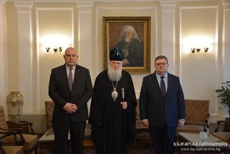 Да бъдат възстановени капеланите в затворите е била една от темите на провелата се днес (9 декември) среща между патриарх Неофит, настоящия главен прокурор Сотир Цацаров и новоизбраният главен прокурор Иван Гешев. Следвай ме - Вяра