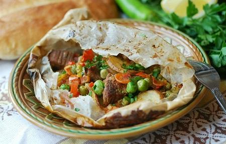 Кебап в пергамент (турска кухня) Кебапът, приготвен в пергамент е стара турска рецепта. Това блюдо е порционно и фигурира в старите кулинарни книги на Турция. Следвай ме - Гурме