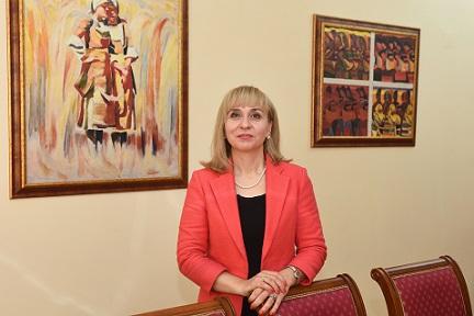 Омбудсманът Диана Ковачева сезира главния прокурор за 24 смъртни случая през 2019 г. в Дом за хора с деменция. Проверка на експерти на обществения защитник констатира изключително лоши условия на живот в социалната институция в с. Горско Косово. Слдвай ме - Общество