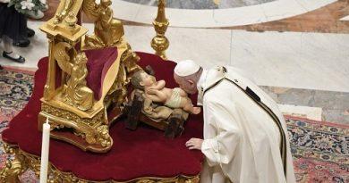 Папата на Бъдни Вечер: Бог продължава да обича всеки човек От: Светла Чалъкова, Ватикана Vatican News. Следвай ме - Вяра