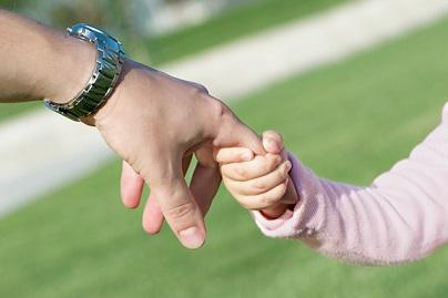 Все по-малко българи искат да са приемни родители В 500 подготвени за това семейства няма деца. Следвай ме - У дома