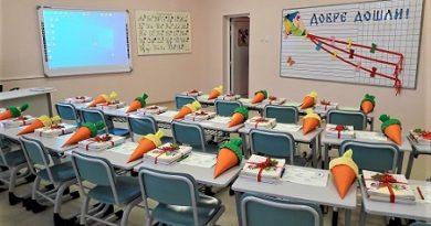 Казват свободните места за 1 клас, детска градина и ясла в Бургас Те ще бъдат обявени през март. Тази есен нови 2000 първолаци ще бъдат посрещнати в обновени кабинети. Следвай ме - Общество