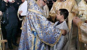 Старозагорка празнува рожден ден с драгоценен владишки подарък На Богоявление митрополит Киприан подстрига 8-годишният й син за иподякон . Следвай ме - Вяра