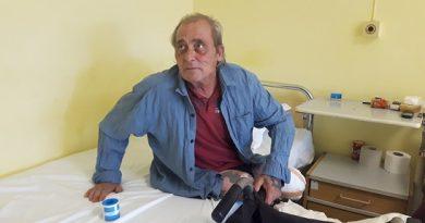 Бездомникът Валентин живее вече месец в Бургаската болница 60-годишният мъж търси помощ за настаняване в дом. Следвай ме - Общество