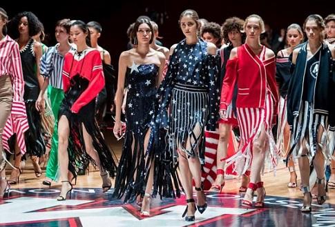 Седмицата на модата в Ню Йорк, която приключи на 12 февруари беше освиркана. Не малко от водещите дизайнери дори не си дадоха труд да отидат на събитието. Следвай ме - Стил
