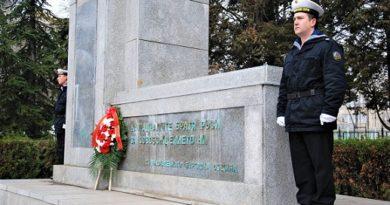 142 години от подписването на Санстефанския мирен договор ще бъдат чествани в Бургас. На 3 март градът отново ще отдаде почит към освободителите. Началото на тържествата ще бъде дадено в 11.00 ч. на площада пред общината, съобщиха от там. Следвай ме - Общество