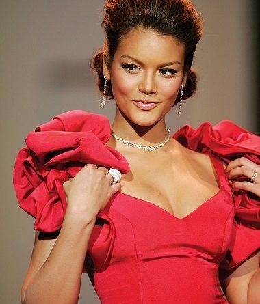 """Красавицата от """"Despasito"""" с програма за влизане във форма за лятото Невероятният музикален хит от 2017 """"Despacito"""" вече достигна 6.6 млрд. гледания, а горещото момиче в него с магнетична усмивка е 33-годишната пуерториканска актриса и модел Сулейка Ривера. Следвай ме - Стил"""
