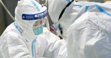 В ЕС няма достатъчно защитни облекла срещу коронавируса Обмислят общи търгове за доставката им . Следвай ме - Здраве