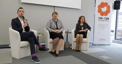 """Е-платформа казва на българи в чужбина къде има работа в BG за тях Новосъздадената електронна платформа """"Гид към България"""", създадена от сдружението """"Тук-там"""" предоставя за информация за образованието, живота и работата у нас на сънародници, които искат да се завърнат от чужбина. Тя вече има и предложени конкретни работни места в големи фирми, които търсят служители. Следвай ме - Общество"""