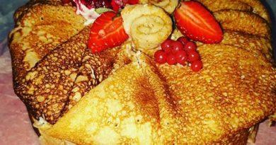 Палачинкова торта – солена и сладка за Масленица (Заговезни) От: Наташа Илиева, Благоевград Едва ли има човек, който да не обича палачинки – сладки или солени. Смята се, че те традиционно произхождат от Русия. За това обаче спорят още германците, поляците и унгарците. Независимо къде е възникнала тази рецепта, фактът е неоспорим, към днешно време палачинките са неизменна част от гурме традициите на много народи. Следвай ме - Гурме