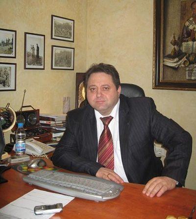 Доц. Андрей кехайов с дарене за болницата в Кърджали, Следвай ме - Общество