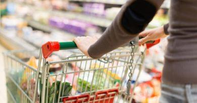 1000 доброволци помагат на старци и хора в карантина Заявките за безплатно пазаруване се дават по телефона и на Е-платформа. Следвай ме - Общество