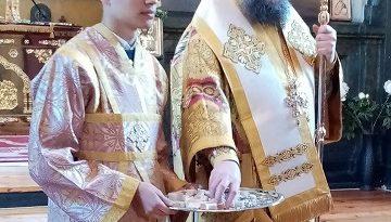 Митрополит Григорий донесе лично Благодатния огън във Враца. Следвай ме - Вяра