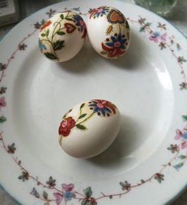 Следва доброто: Бързи великденски яйца без бои Няколко начина за оцветяване с природни краски. Следвай ме - У дома