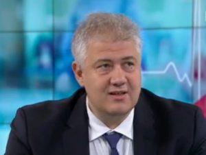 """Още минимум шест месеца коронавирусът ще остане между нас. Това прогнозира доректорът на болница """"Пирогов"""" проф. д-р Асен Балтов пред БНТ. Следвай ме - Здраве"""