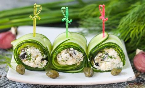 Рулцата от краставици са една необичайна салата – вкусна и освежителна. Същевременно, те са не само впечатляващи на вид, но и се приготвят бързо и лесно. Следвай ме - Гурме