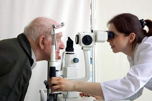 Над 200 човека с проблеми в зрението отиоха безплатно на офталмолог в изминалите две седмици Продължават безплатните прегледи за влажна дегенерация на макулата, свързана с възрастта и диабетния макулен едем. Следвай ме - Здраве