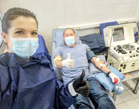 Специалистът по УНГ д-р Дончо Дончев от Военно-медицинска академия, който прекара COVID-19, дари кръв за извличане на плазма за лечение на коронавирусната инфекция. Следвай ме - Здраве