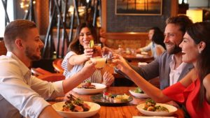 Разрешиха закритите ресторанти, не повече от 4-ма на маса Ползването на закритите части на ресторантите вече е разрешено с указание на здравния министър Кирил Ананиев към заведенията за хранене и развлечения, публикувани днес на сайта на ведомството. Следвай ме - Общество