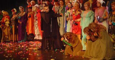 """""""Бал с маски"""" на открито в Бургас С оперния спектакъл започва фестивалът """"Емил Чакъров"""". Следвай ме - култура"""