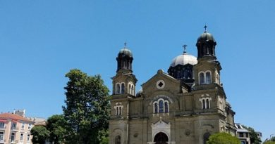 """Започна реставрацията на храма """"Св.св. Кирил и Методий"""" в Бургас. Следвай ме - Общество"""