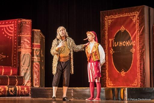 """""""Пинокио"""" повлича крак в програмата """"Детско лято"""" на Бургаската опера. В рамките музикални празници """"Емил Чакъров"""", осъществявани с партньорството на община Бургас, това лято Държавна опера – Бургас не е забравила и своите най-малки зрители. В програмата """"Детско лято"""" са включени три обичани от децата заглавия, които ще донесат настроение, усмивки и щипка поука за тях, съобщиха от музикалната институция. Следвай ме - Здраве"""